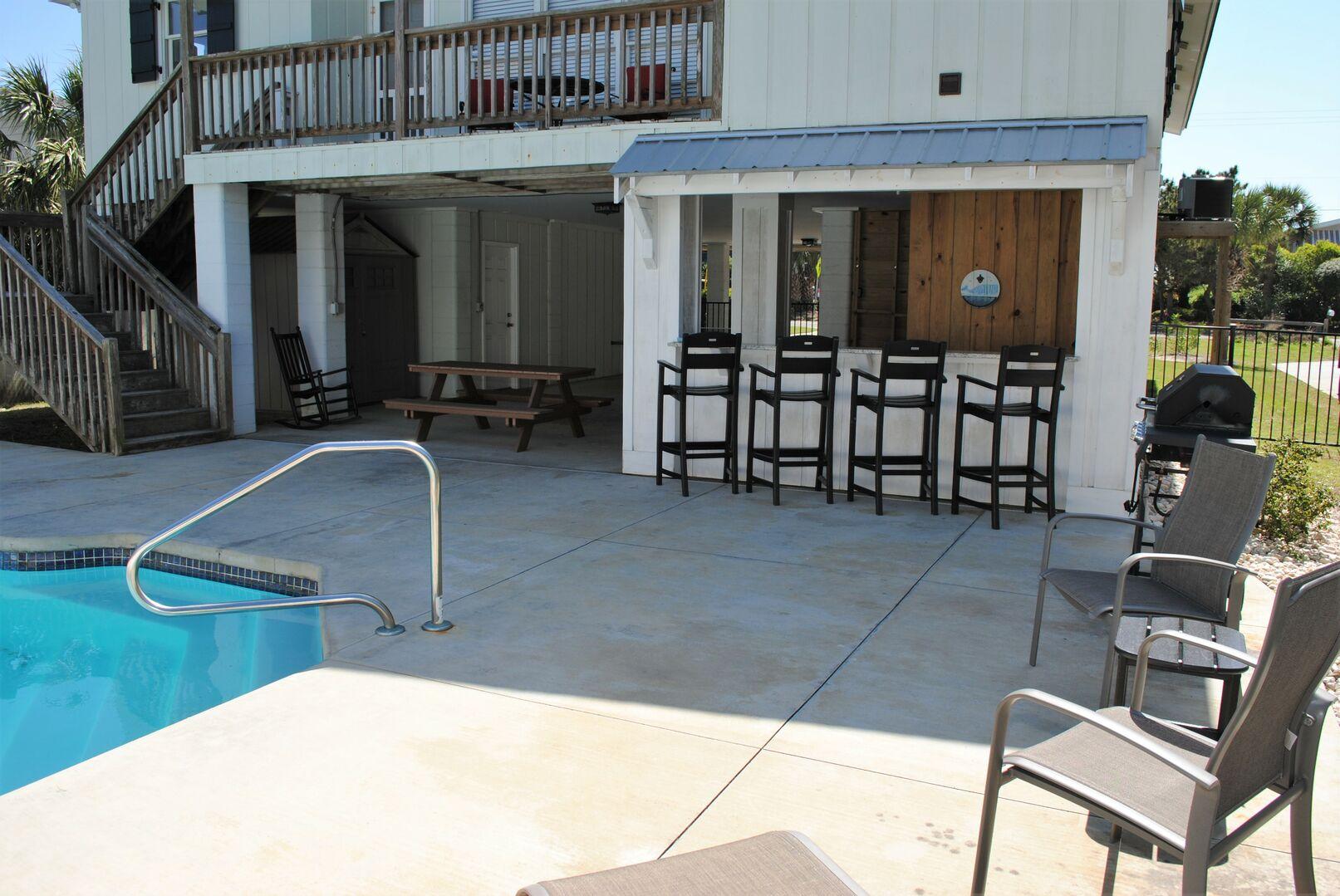 Tiki Bar - Poolside