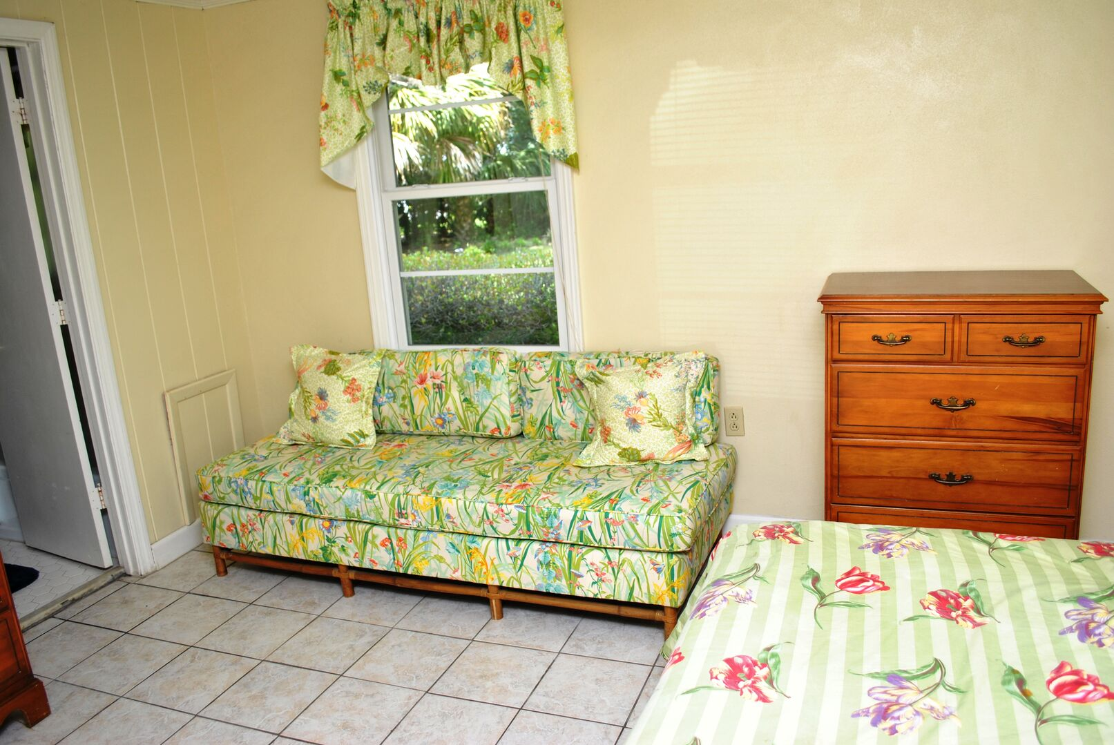 Queen and Daybed  - Ground Level