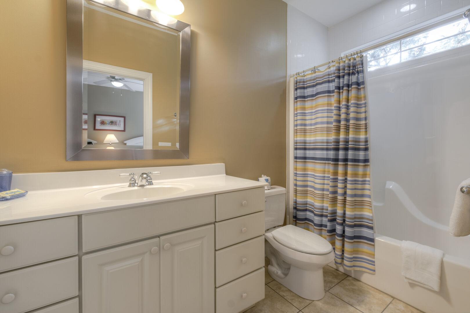 Queens Bathroom - Second Floor