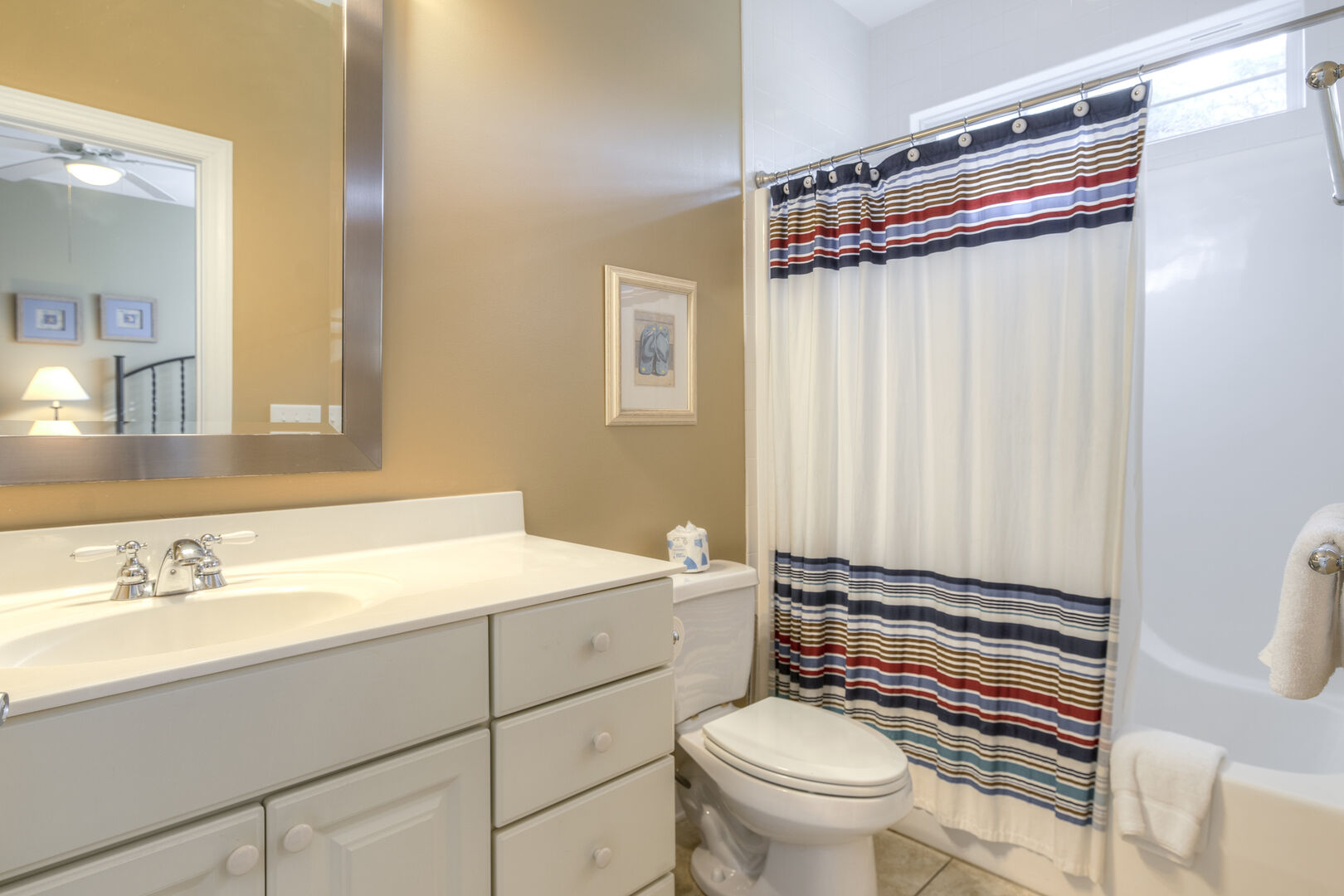 Queens Bathroom - First Floor