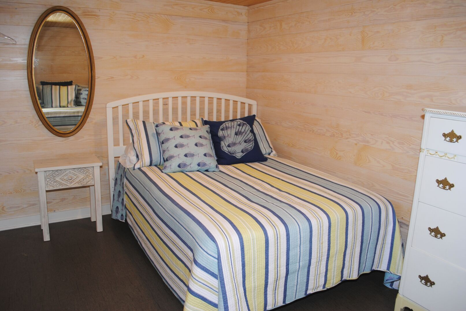 Full and Daybed - Ground Level