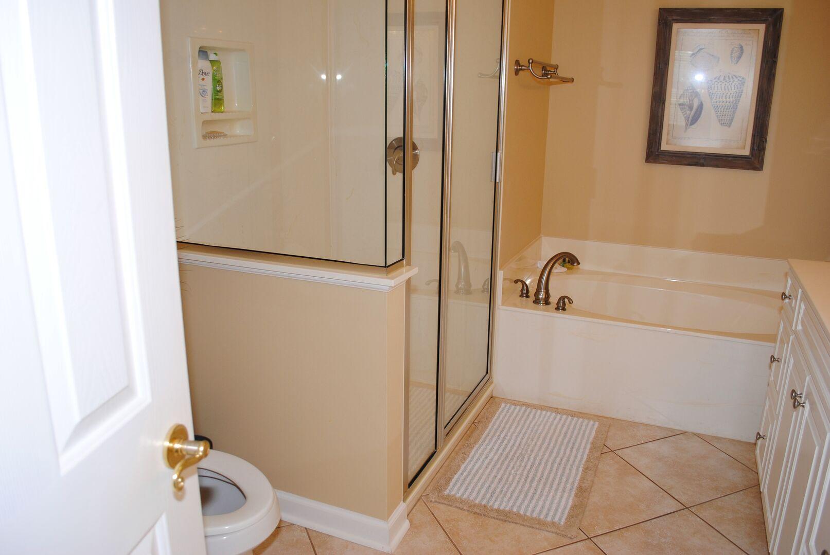 Queen Bathroom - First Floor