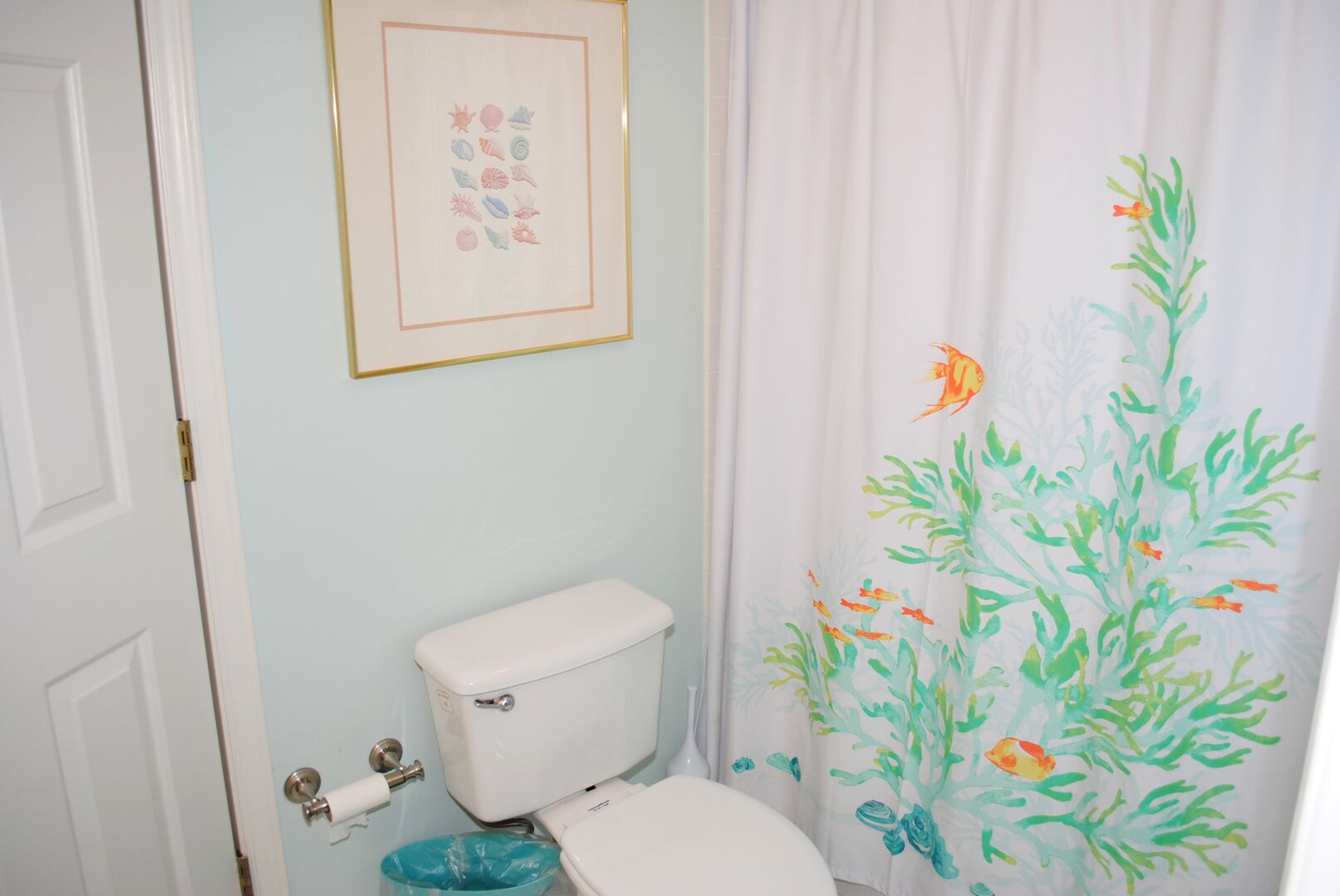 Shared Bathroom (Queen and Hallway)