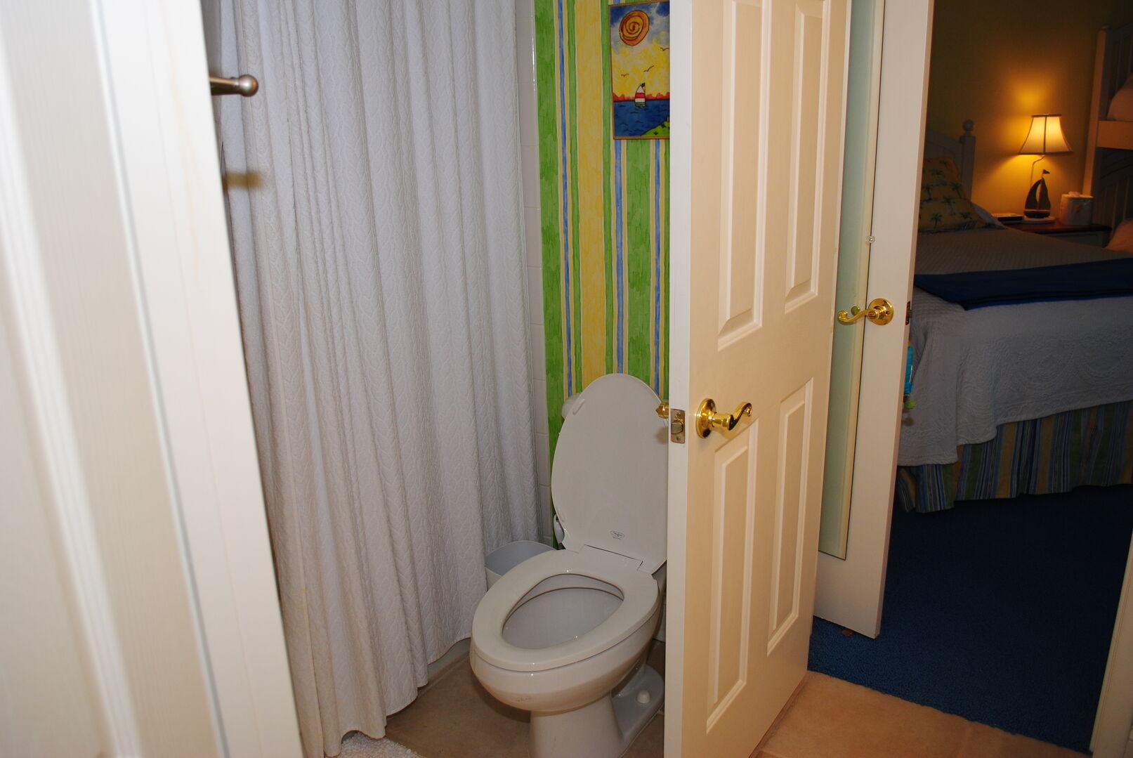 Shared Bathroom (Queen/Bunk and Hallway)
