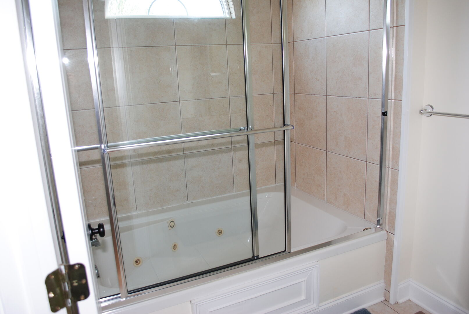 King Bathroom - First Floor
