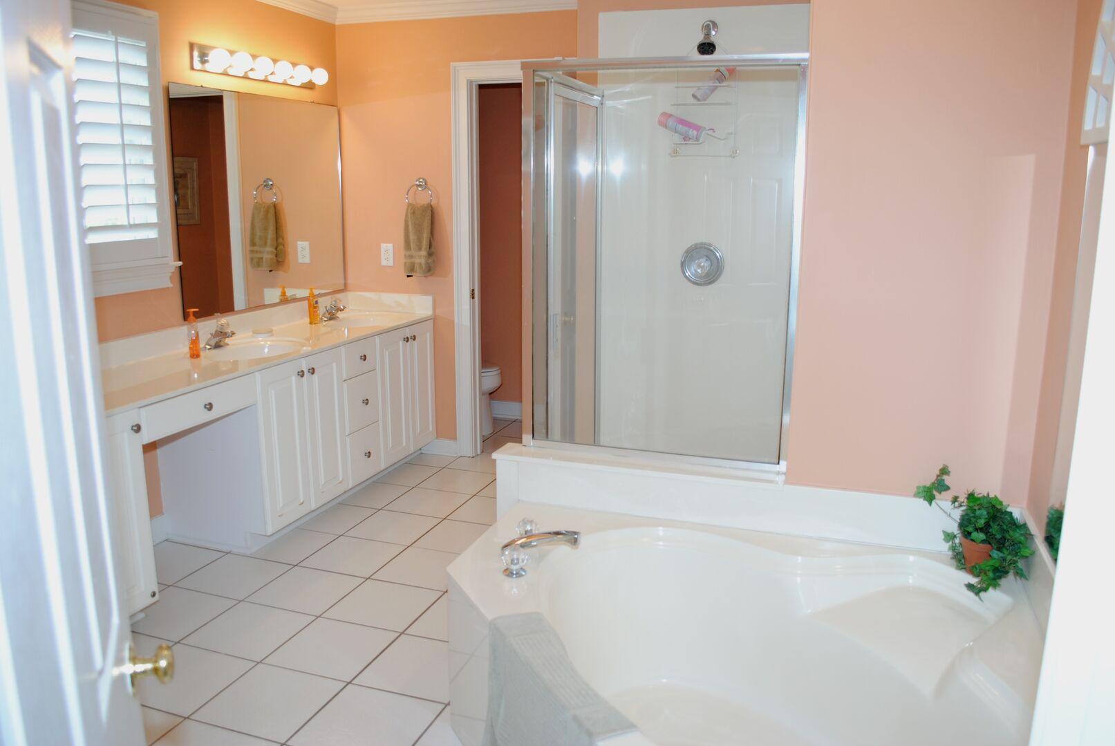 King Bathroom - Second Floor