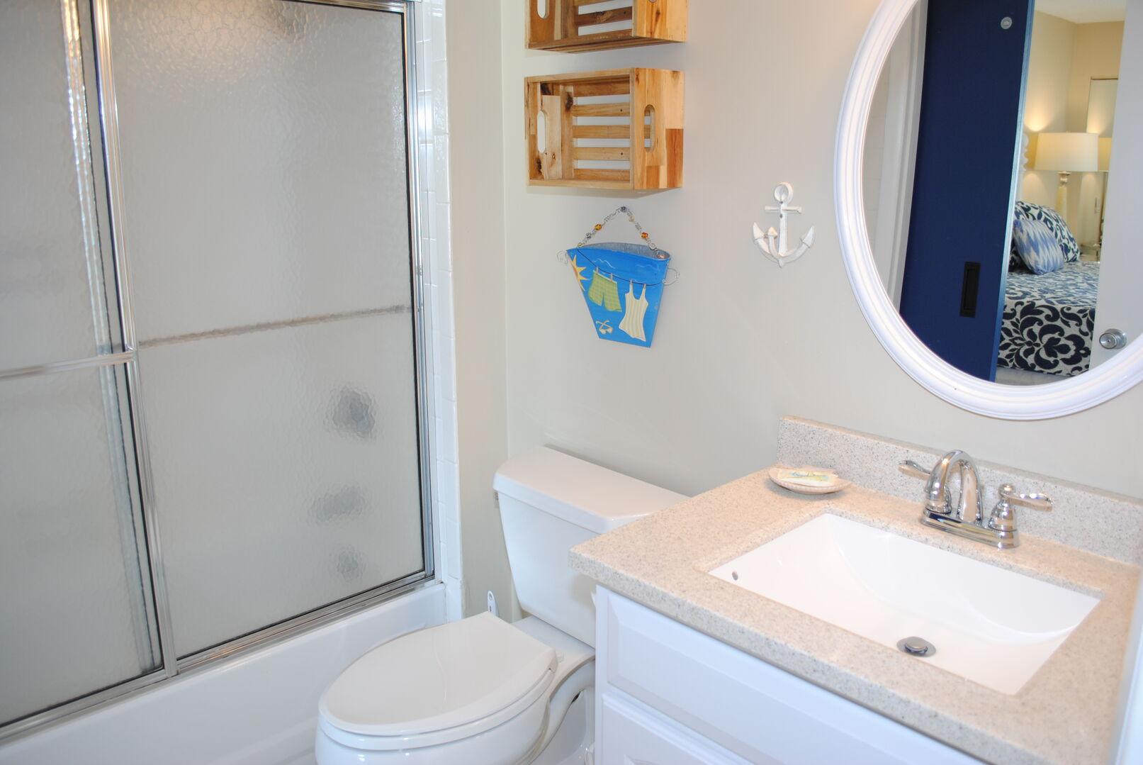 Shared Bathroom (King and Hallway) - First Floor