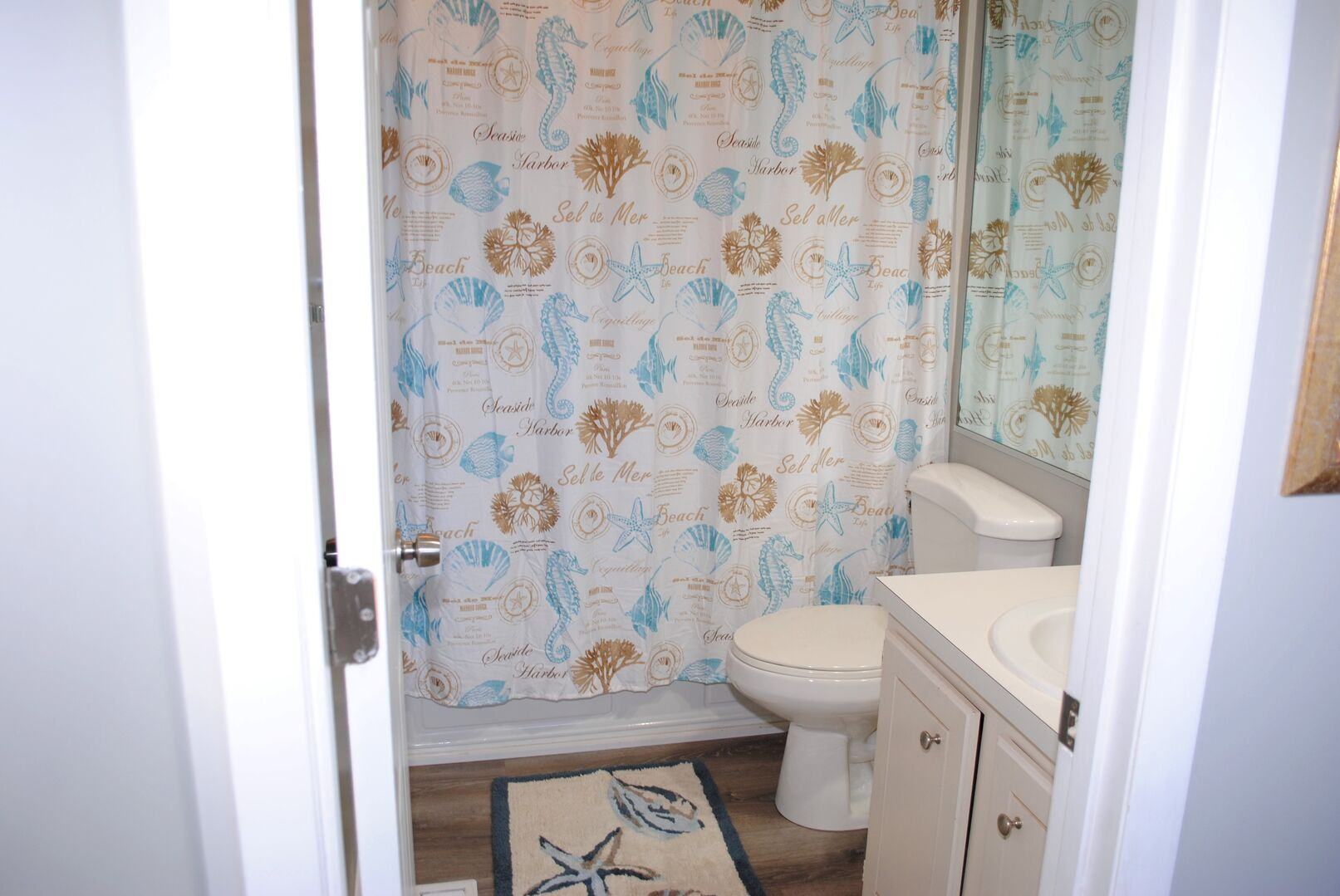Queen and Full Bathroom - Second Floor
