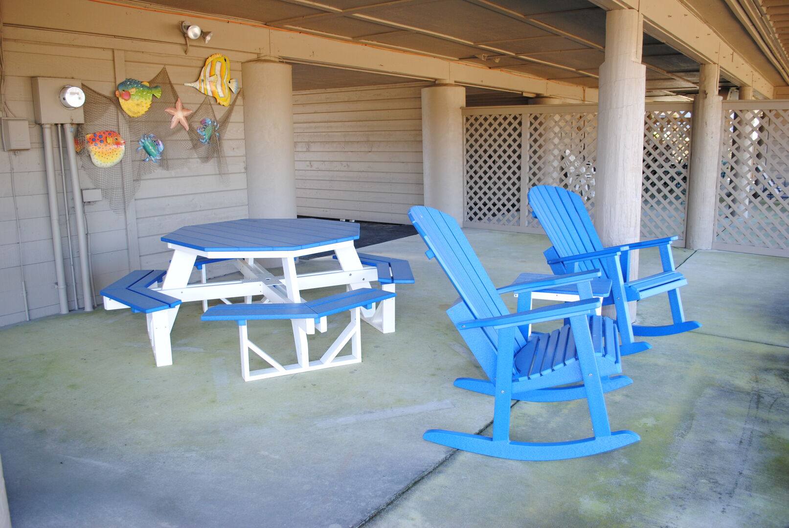 Ground level seating area with picnic table