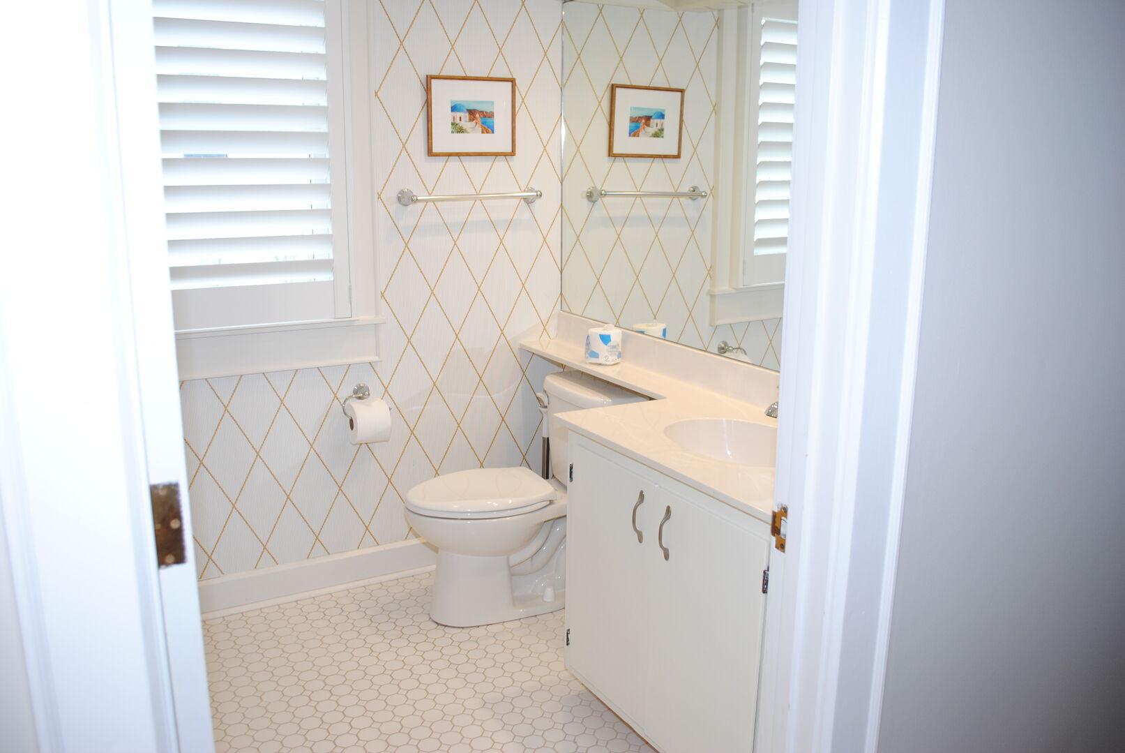 King and Twin Bathroom - Second Floor