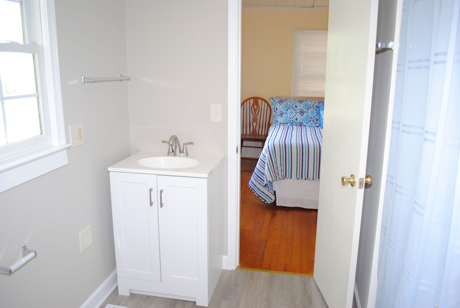 Shared Bathroom (Queen and  Bunks)