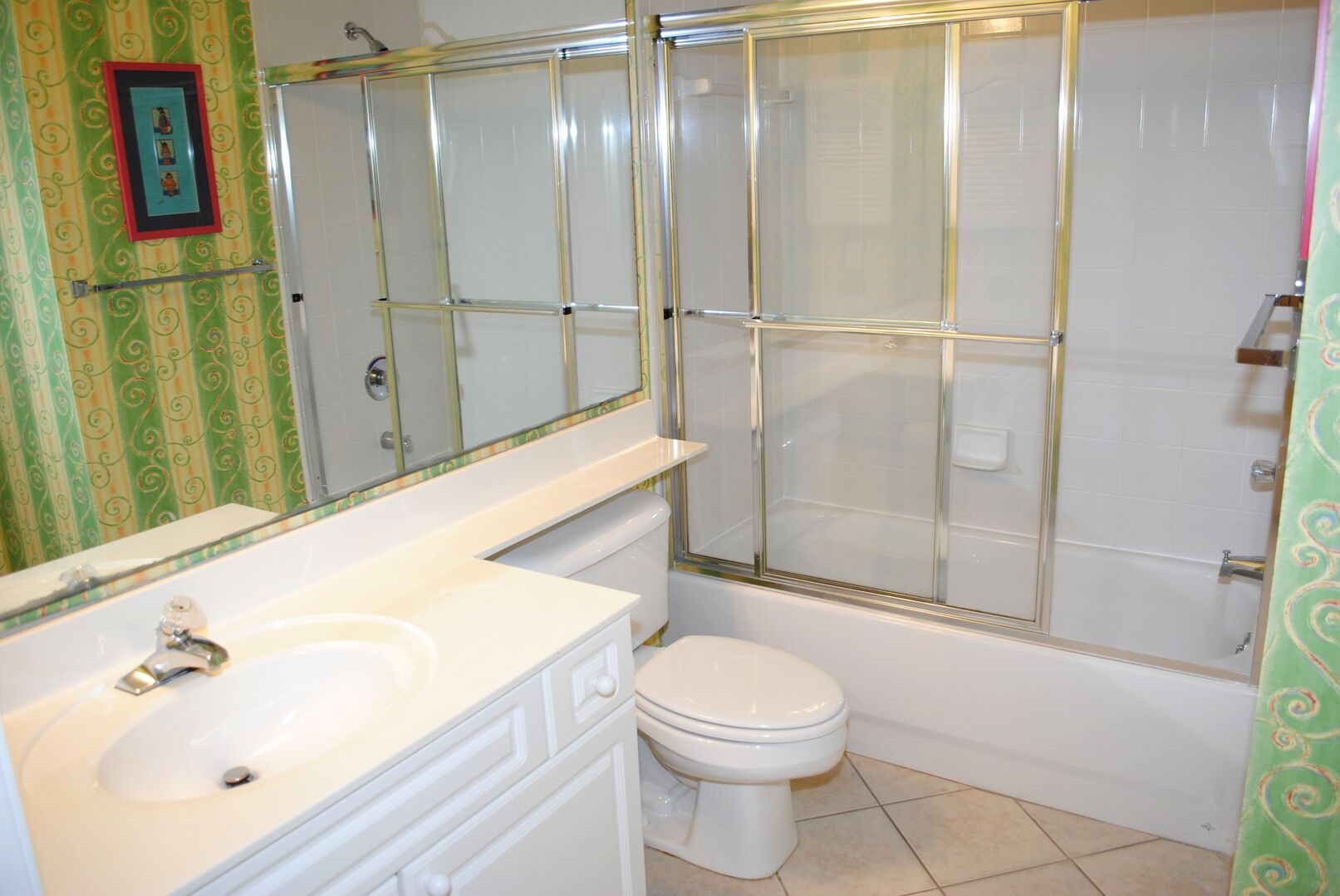 Shared Bathroom (Queen and Hallway