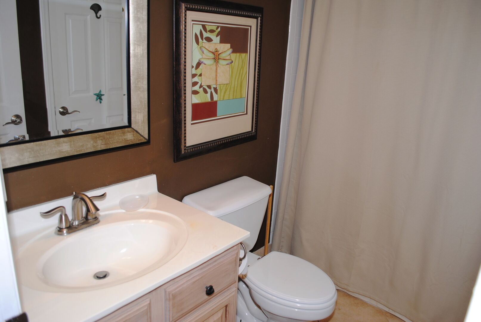 Shared Bathroom (Queen and Hallway)