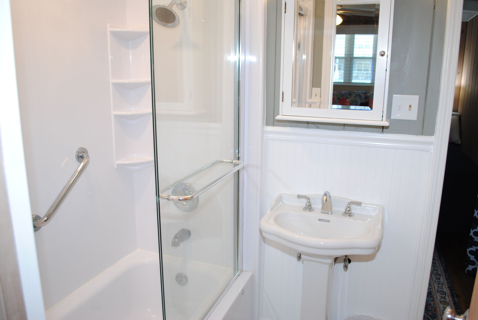 Shared Bathroom (King and 2 Fulls) - First Floor