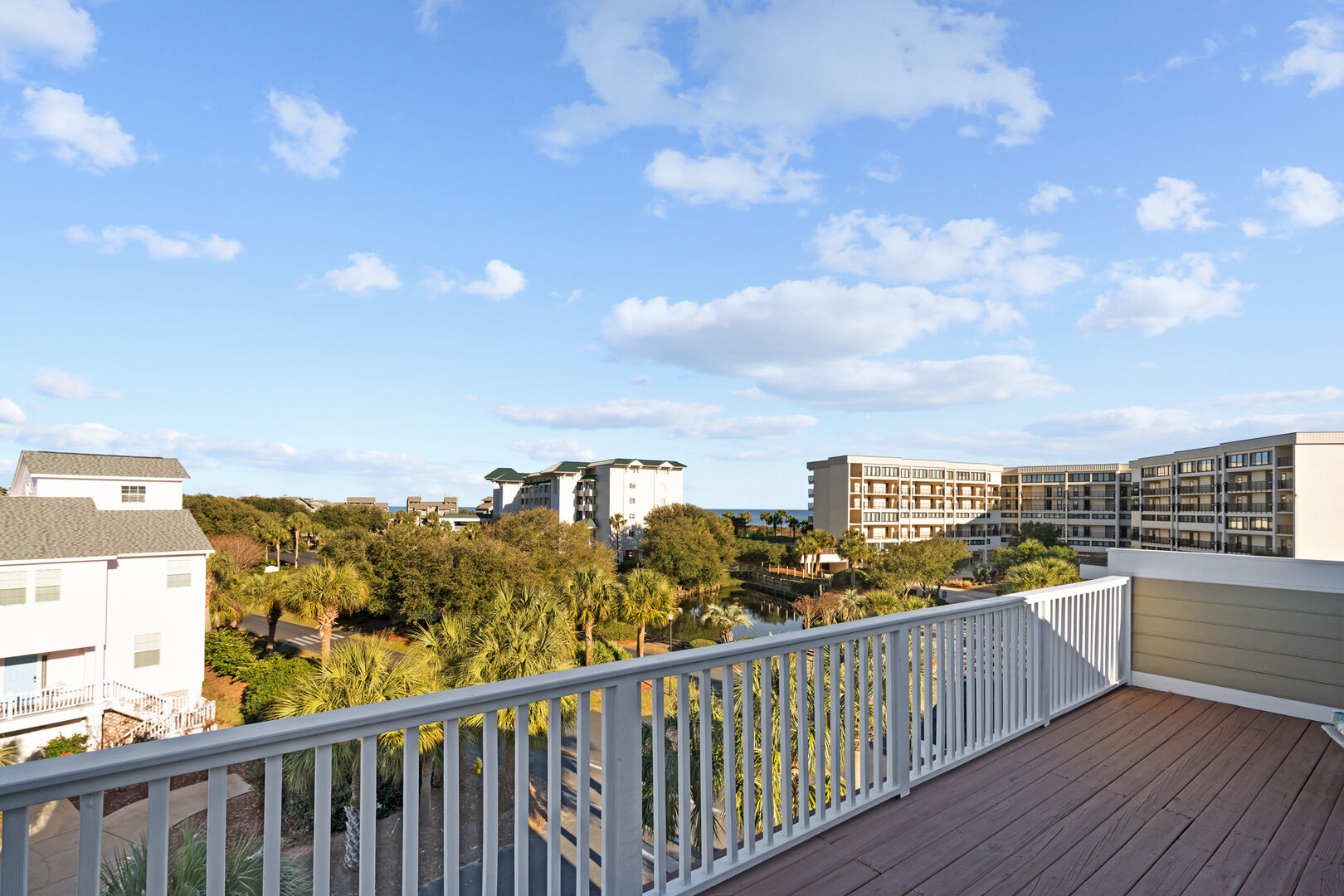 Captain's Deck on top of house with ocean view
