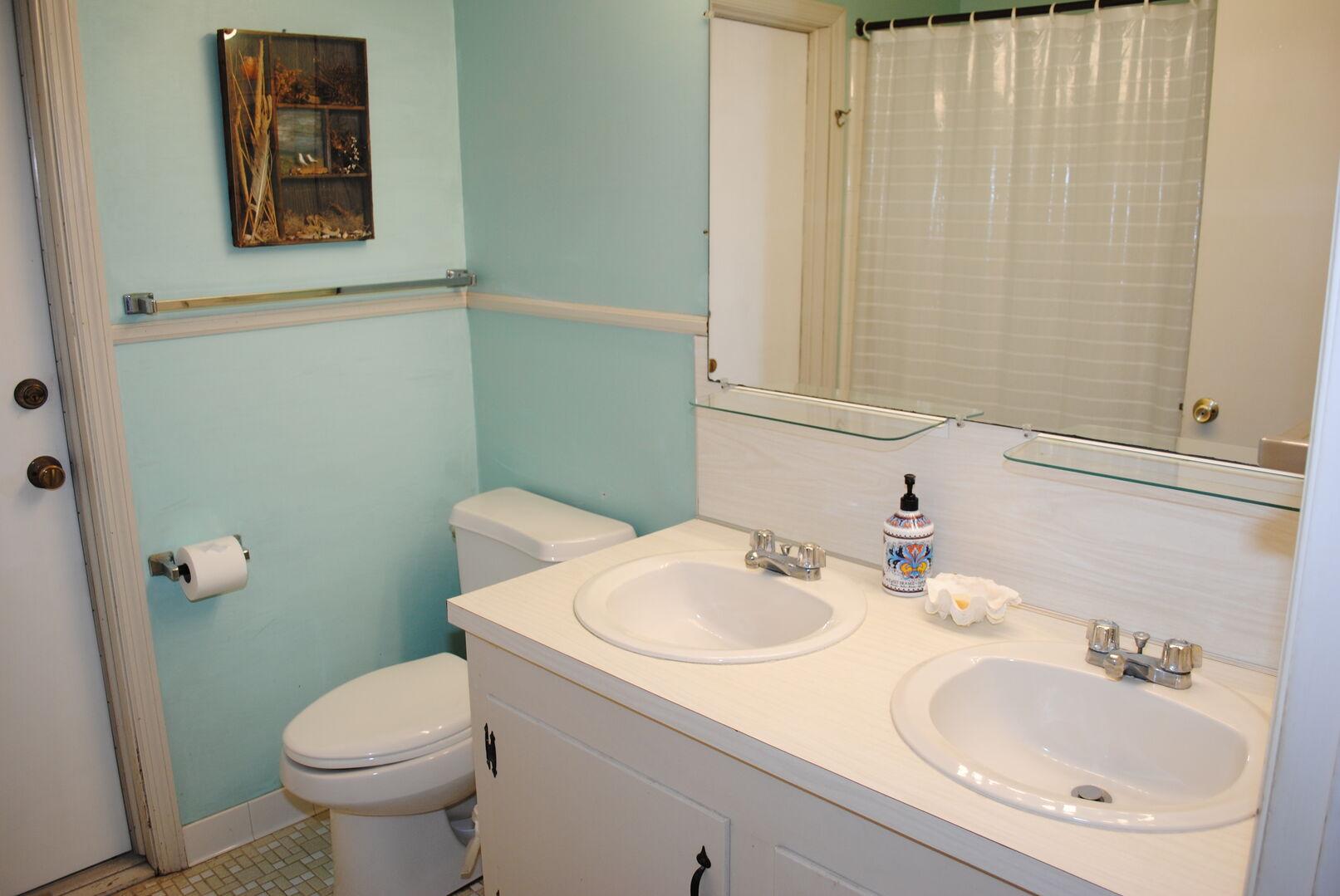 Hallway Bathroom - First Floor (Between King and 2 Twins)