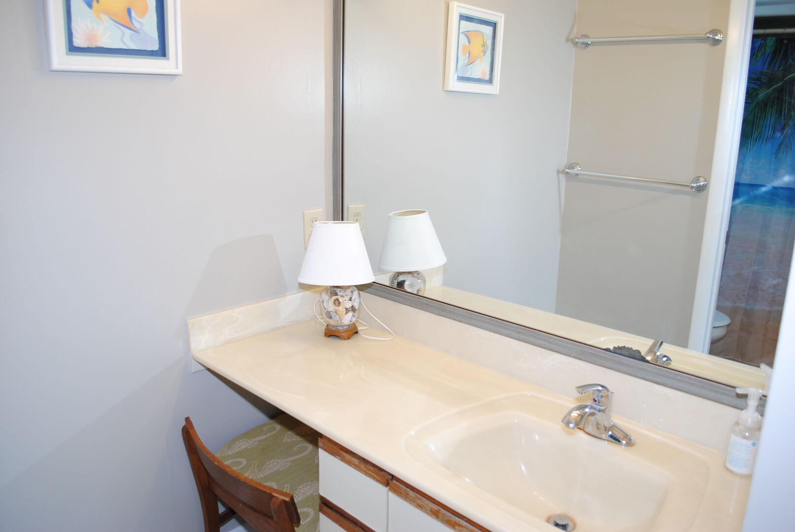 2 Queens Bathroom - Second Floor
