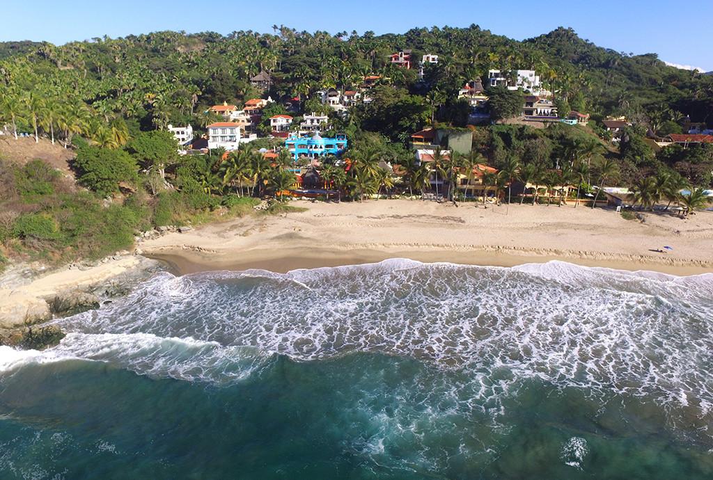 Beautiful very quiet beach right in front of the Casa Aqua Bella Resort