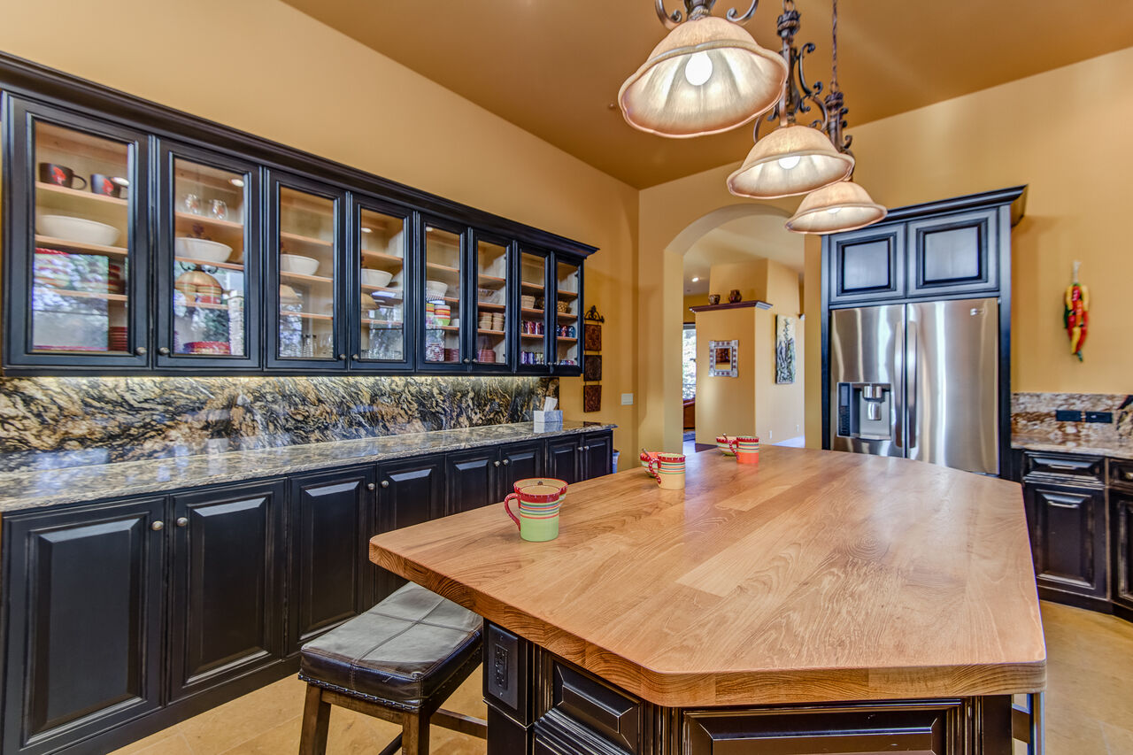 Great Prep and Entertaining Space