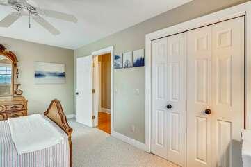 Mother-in-law suite: bedroom