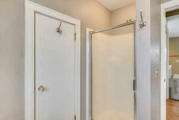Mother-in-law suite: bathroom