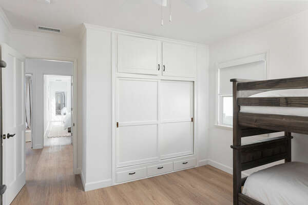 Bunk Room - Two Twin/Twin Bunk Beds