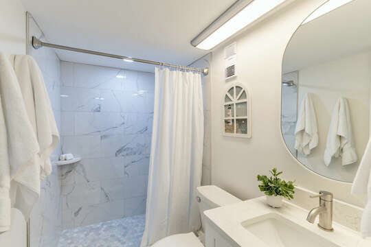 The second fully renovated and bright bathroom.