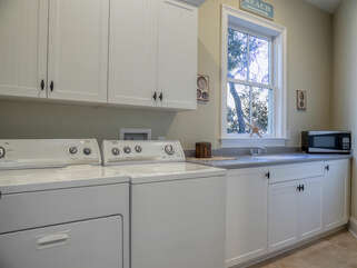 Laundry room with a washing station.