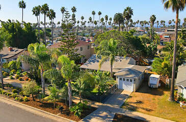 The Oceanside Palms Beach Bungalow is a short distance to the beach and restaurants.