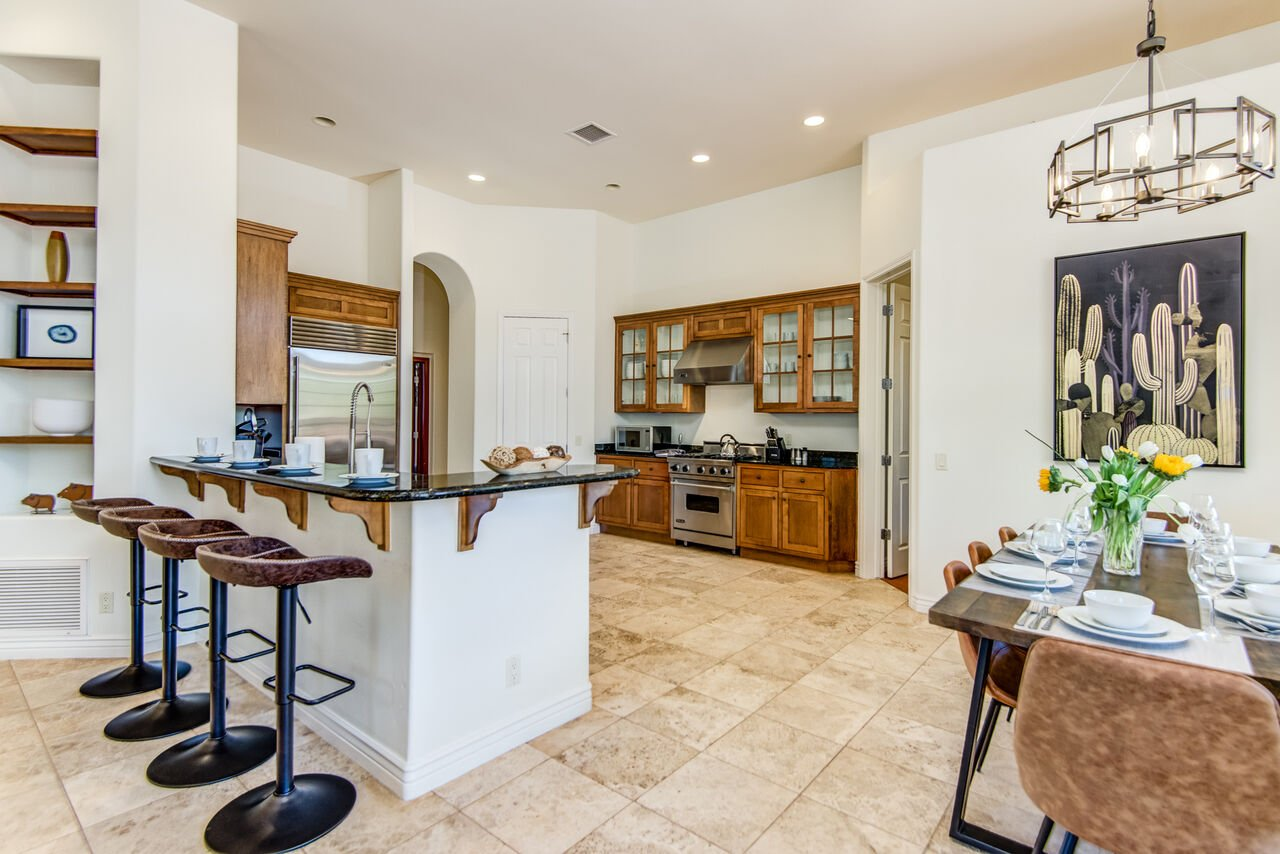 Fully Equipped Kitchen with Kitchen Bar Seating