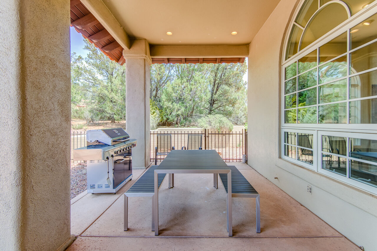 Outdoor Dining and Gas BBQ to Grill Up Your Favorites