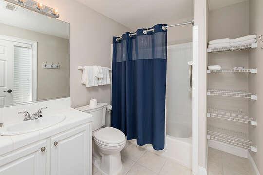 Bunk Room en-suite bathroom with a tub/shower