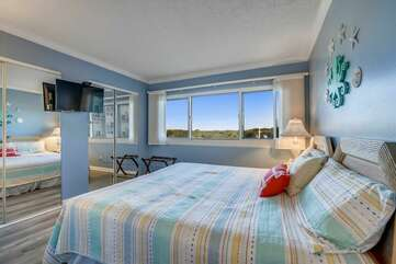 Queen bedroom with closet space and view of Lake Powell