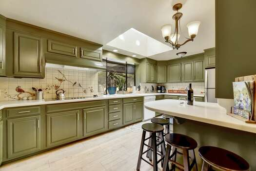 Spacious Kitchen with Ample Counter Space