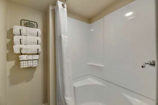 Bedroom 4 / Casita - Private Bath with a Tub/Shower Combo