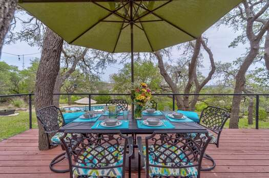 Outdoor Dining - Deck that Overlooks the Pool