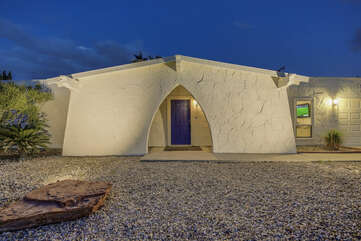 Treat yourself to the perfect vacation rental close to Downtown Palm Springs.