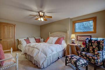 Lower Level left side Bedroom with Queen bed and Daybed