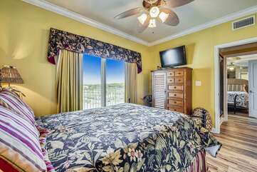 (Queen) Bedroom