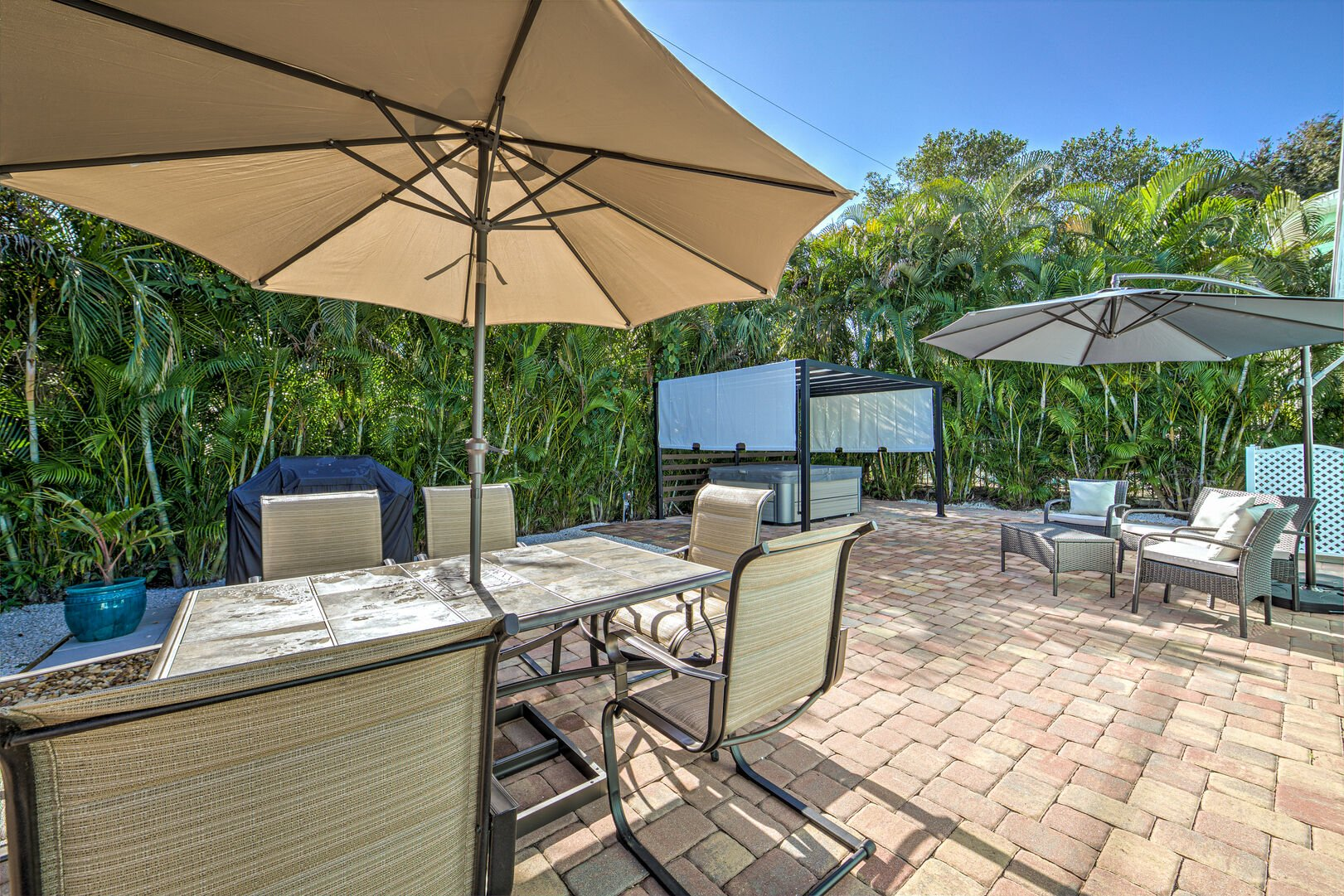 Vacation Homes in Fort Myers with Outside gathering area