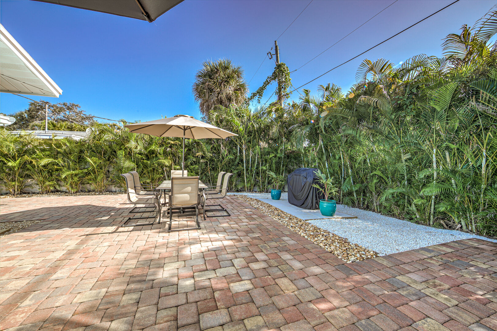 Outside gathering area of the Vacation Homes in Fort Myers