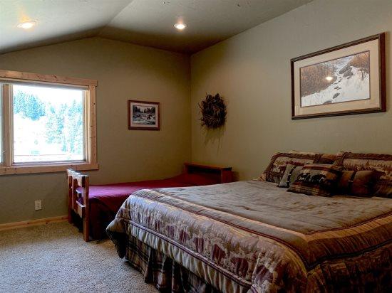 Upstairs Bedroom 4