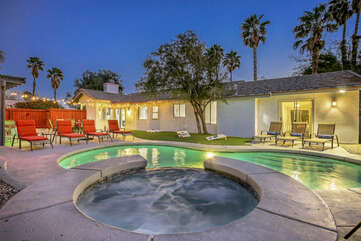 Welcome to The Palm, this spacious 5 bedroom home is minutes away from Downtown Palm Springs and features plenty of entertainment.