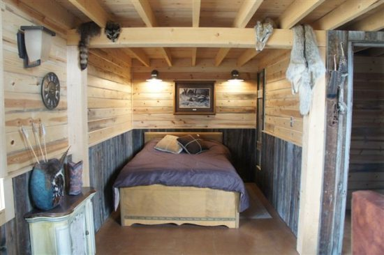 Main level bedroom alcove