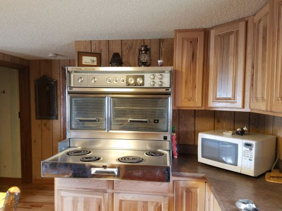 Vintage stove in Kitchen works great