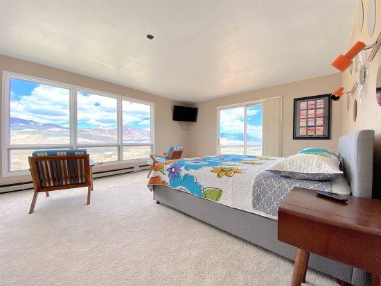 Master Bedroom:King Bed