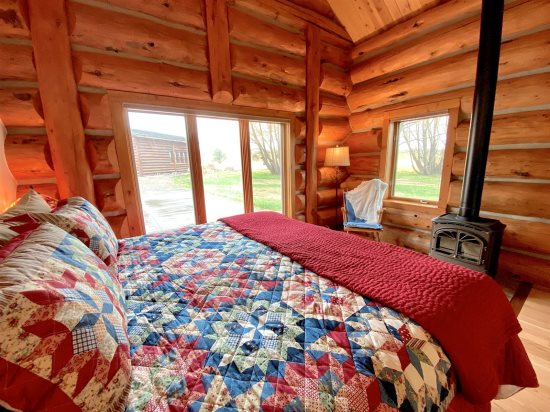 Warm and restful master suite