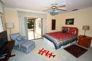 Master bedroom with Queen bed with laani and pool access