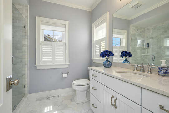 Bath #1 ensuite to Bedroom #1-445 Lower County Rd Harwich- Cape Cod- New England Vacation Rentals.