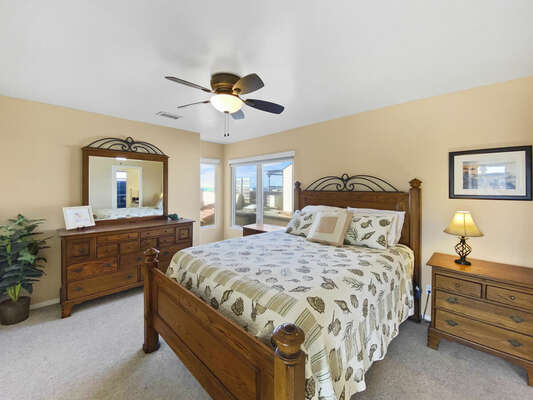 Guest Bedroom, Queen - Third Floor